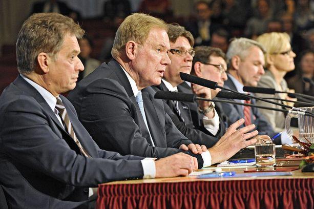 """Suomi rynnisti Väyrysen mukaan Paavo Lipposen ja Sauli Niinistön johdolla - """"Mauno Koiviston kieltä käyttäen"""" - kaikkein federalistisimpien jäsenvaltioiden joukkoon."""