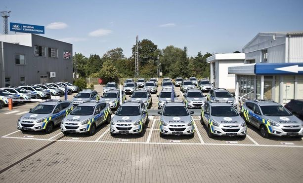 Hyundai-laivuetta Tsekin tasavallassa tehtaan pihalla.