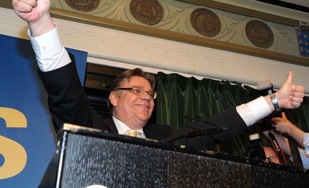 Hurjan vaalivoiton jälkeen Timo Soini pyöristi kantojaan yhteistyöhön.