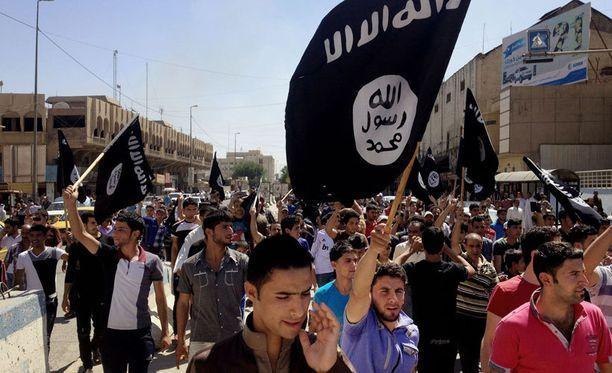 Isis hallitsee laajoja alueita pohjoisessa ja läntisessä Irakissa. Kuva Isisin tukijoiden marssista Mosulista viime kesältä.