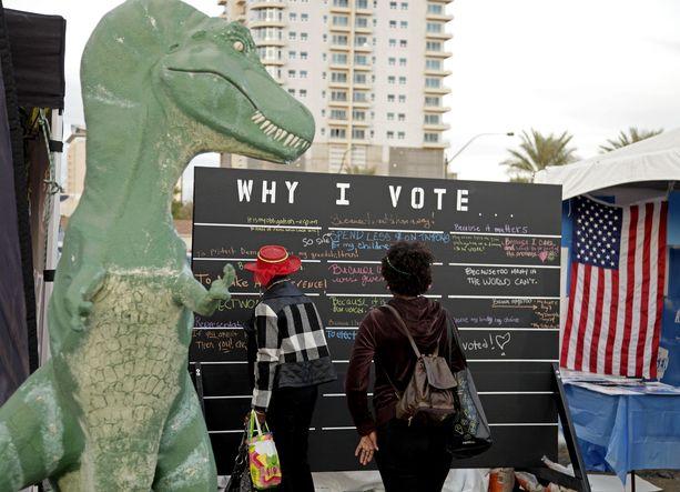 Äänestämisen puolesta on järjestetty eri puolilla Yhdysvaltoja mielenilmauksia.