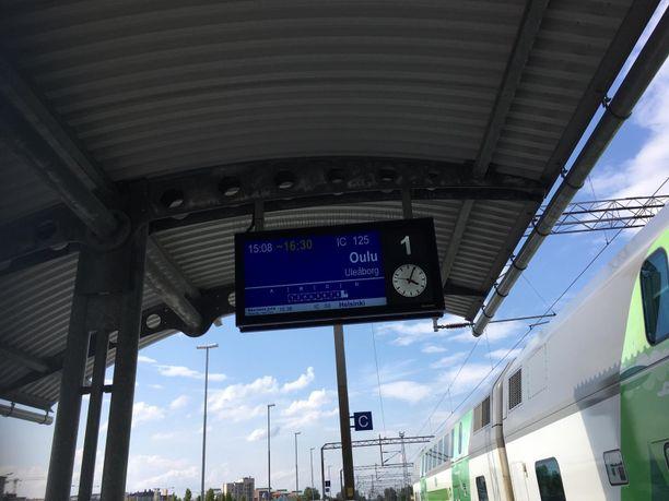 Juna pääsi jatkamaan matkaa Ouluun kello 16.30 seisottuaan noin 50 minuutin ajan.