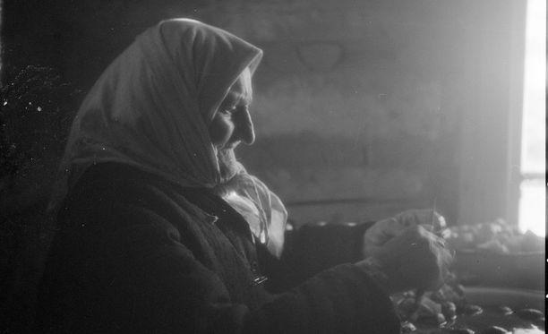 Pidemmän keskimääräisen elinikänsä vuoksi köyhäinapuun kuului enemmän naisia kuin miehiä.