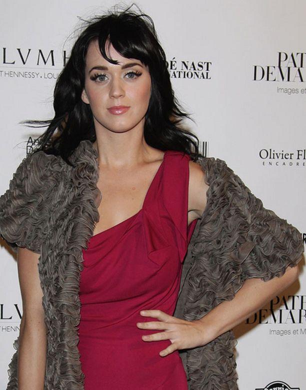 Katy Perrya syytetään väkivallan lietsomisesta.