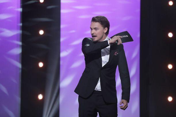 Roope Salminen juonsi Putouksen edellisen kauden.