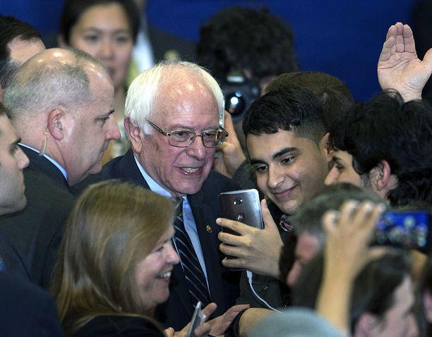 Bernie Sanders juhli esivaalivoittoaan tänä aamuna Suomen aikaa. Sanders ei ole itse uskonnostaan meteliä pitänyt.