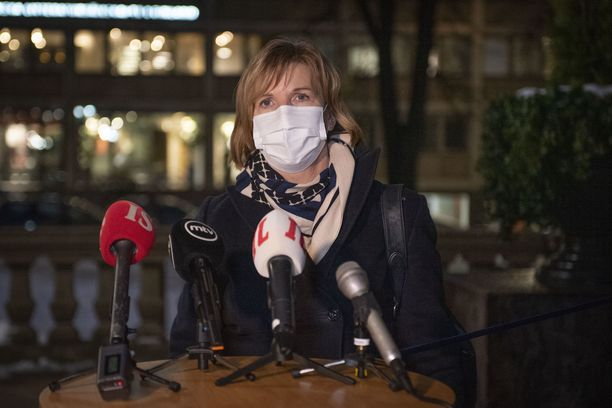 Anna-Maja Henrikssonin (r) johdolla ilmoitettiin kuntavaalien perumisesta lauantaina.