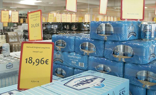 Suomalainen viinaralli suuntautuu nyt Viron ja Latvian rajalle Valkaan, josta pullon voi saada melkein puolet halvemmalla kuin Tallinnassa.