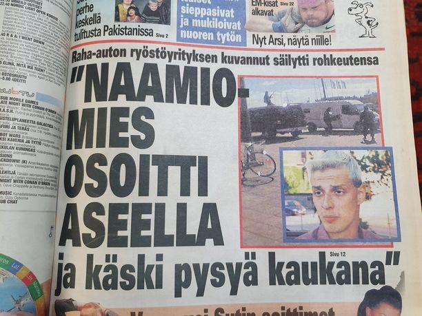 Näin Iltalehti uutisoi teosta tuoreeltaan.