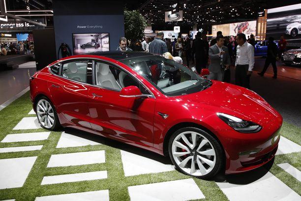 Model 3:sta on kaavailtu Teslan kansamallia, mutta se on toimitusjohtajan mukaan edelleen liian kallis.