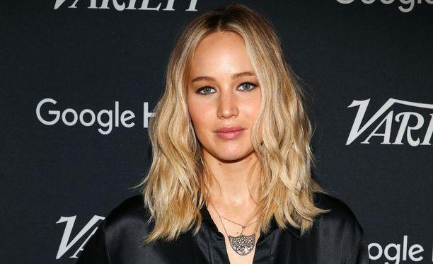 Jennifer Lawrence ei nauti kuvattavana olemisesta vapaa-ajallaan.