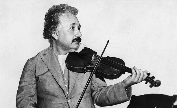 Luovat ihmiset ovat usein laaja-alaisia kiinnostuksissaan. Albert Einstein oli paitsi nero fysiikassa, myös taitava viulisti.