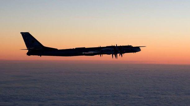 Ilmavoimat julkaisi tiistaina kuvan muun muassa Itämerellä tunnistetusta Tupolev Tu-95 -pommikoneesta.