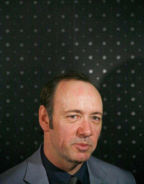 Scontland Yardin on arveltu tutkivan Kevin Spaceyyn yhdistettyä ahdistelusyytöstä Lontoossa vuonna 2008.