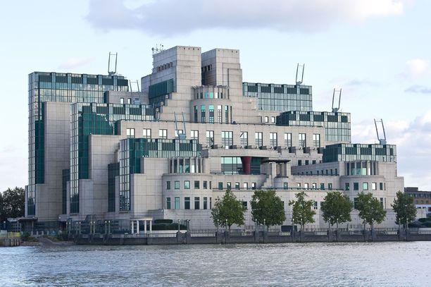 MI6:n päämaja on Lontoon keskustassa Thamesin rannalla.