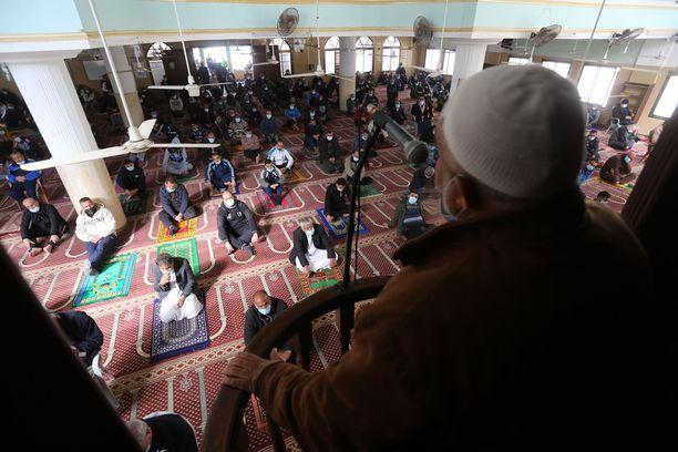 Jihadismikeskustelussa menevät usein puurot ja vellit sekaisin, joskus tarkoitushakuisesti. Kuva perjantairukouksesta tammikuussa Palestiinassa.