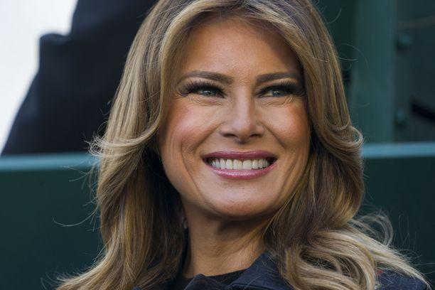 Presidentti Donald Trumpin puoliso Melania Trump oli kolmatta kertaa vastaanottamassa joulukuusta Valkoiseen taloon.