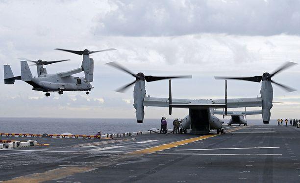 Ospreyn ensisijainen tehtävä on kuljettaa sotilaita paikasta toiseen. Koneessa on tilaa 24 matkustajalle. Miehistöä on yleensä neljä.
