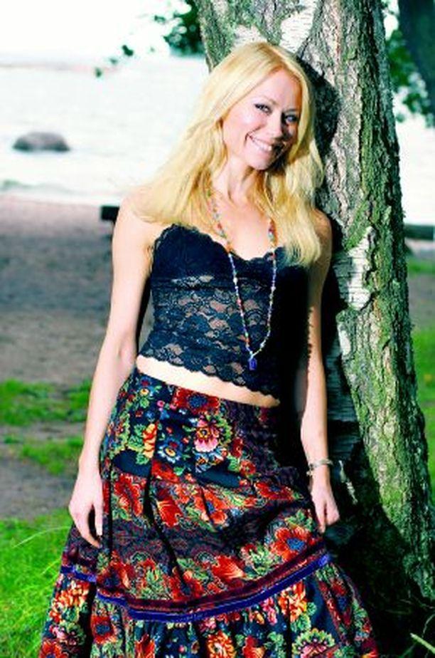 Anna on tehnyt yhdessä ex-puolisonsa kanssa biisejä muun muassa Jari Sillanpäälle.