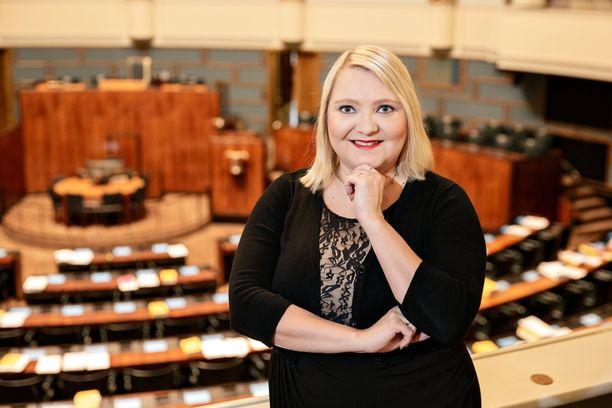 SDP:n kansanedustaja Suna Kymäläinen valittiin eduskunnan liikenne- ja viestintävaliokunnan puheenjohtajaksi.