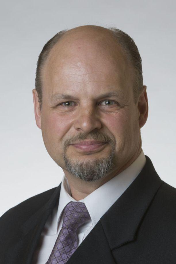 Sinisessä tulevaisuudessa tällä hetkellä vaikuttava kansanedustaja Kari Kulmala on saanut kyselyjä, aikooko vielä loikata takaisin perussuomalaisiin.