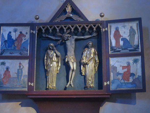 Murhattu nainen asui Prien am Chiemseen kaupungissa. Tässä kaupungin Kristuskirkon alttaritaulu.