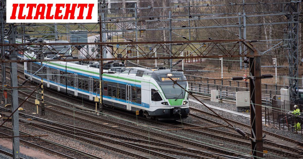 Junaliikenteessä laajoja häiriöitä: Nämä junat myöhästyvät tuntikaupalla