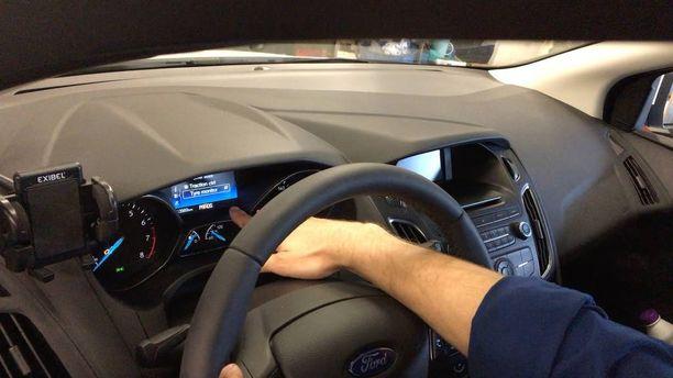 Rengaspaineen täyttämisen jälkeen järjestelmä pitää vielä nollata kojetaulun mittaristosta, niin että rengaspainevahti palaa normaalitilaan.