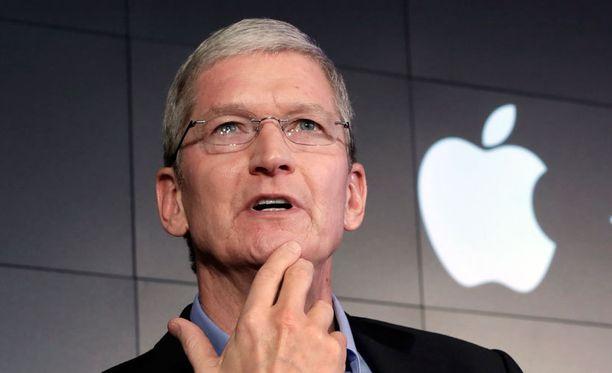 """Eräs musiikkialan lähde kuvaili Applen toimitusjohtaja Tim Cookia """"kurkunleikkaajaksi""""."""