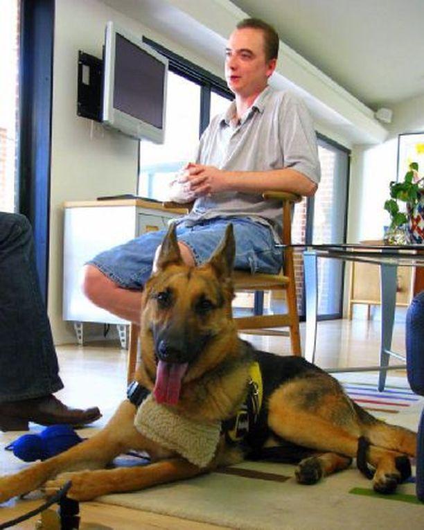 Buddy-koira on pelastanut jo kolmesti isäntänsä Joe Stalnakerin hengen soittamalla hätänumeroon.