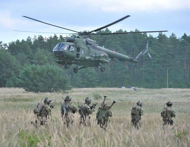 Kuva 15 maan Nato-harjoituksesta Puolasta syyskuulta 2014.
