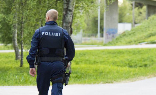 Oulun poliisi tutkii veristä väkivaltarikosta. Kuvituskuva.