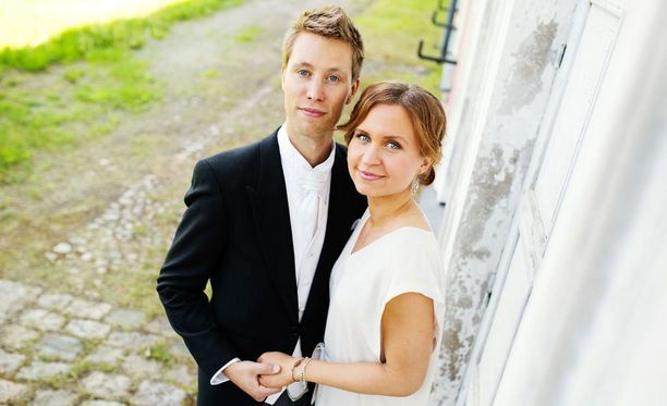 Viola on ollut kohta vuoden naimisissa. Hän kertoo blogissaan, ettei elämä ole aina ollut helppoa.