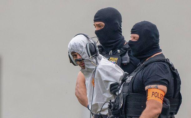 Epäilty tuotiin takaisin Saksaan lauantaina.