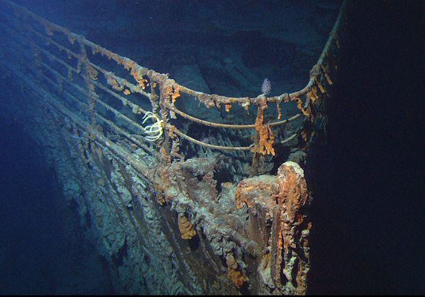 Titanicin hylyn keula kuvattuna vuonna 2004.