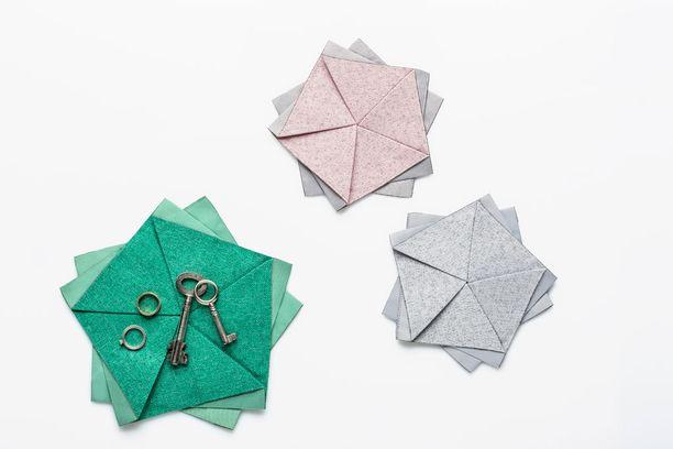 Pöytäkukkasen päälle voi laskea jokapäiväisiä tavaroita, kuten avaimet.