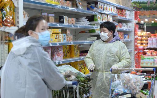 Koronavirukseen kuollut jo yli 1000 - WHO: Kipinästä voi tulla tulipalo