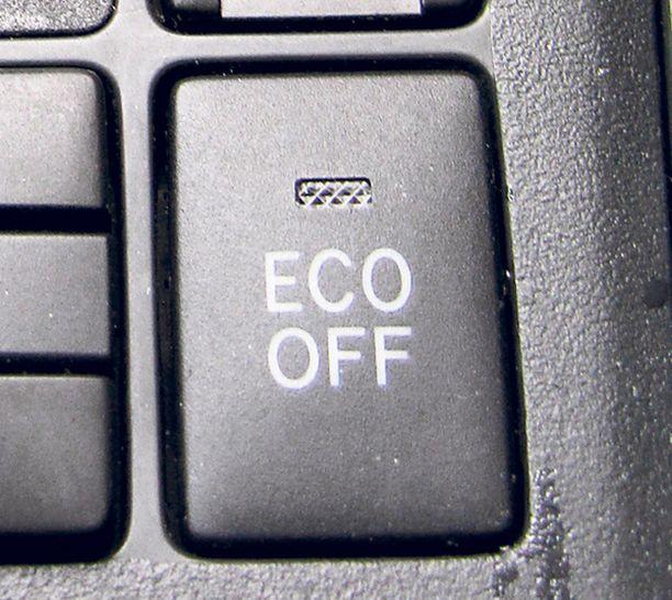 Eco off -painikkeella järjestelmän voi kytkeä manuaalisesti pois käytöstä.