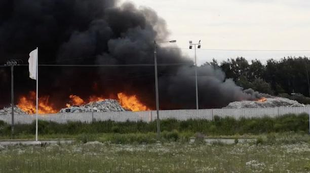 Tulipalo syttyi viime viikon lauantaina. Paikalla ollut pelastuspäällikkö arvioi palavan alueen olevan valtavan suuri.
