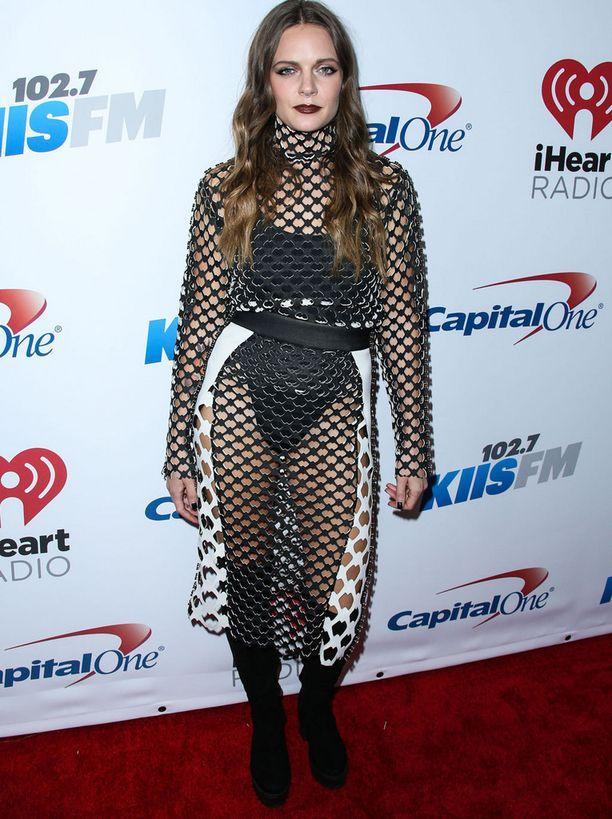 Tove Lo oli pukeutunut erikoiseen verkkoasuun radiokanavan joulujuhlissa.
