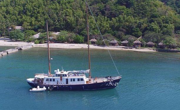 Tällä Nostromo-purjealuksella suomalaisnainen, Dubain prinsessa ja ranskalainen ex-vakooja olivat, kun heidät mahdollisesti kaapattiin. Ranskalaismies on purjehtinut aluksella nyt reilun vuorokauden kohti itää ja oli viimeisimmän paikannustiedon perusteella Omaninlahdella.