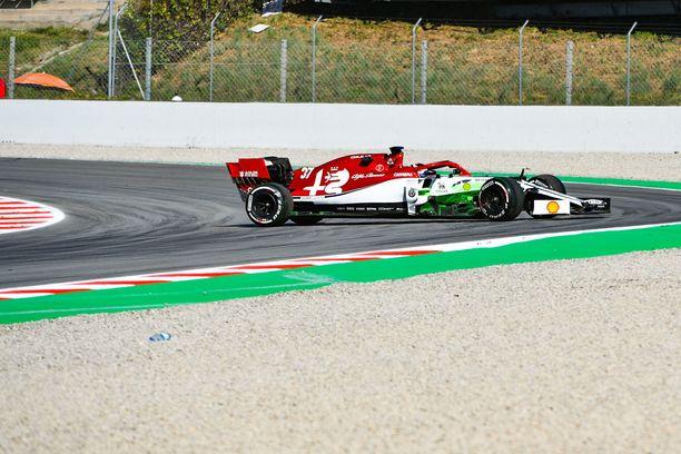 Callum Ilott ajoi häijysti ulos Barcelonan testeissä.