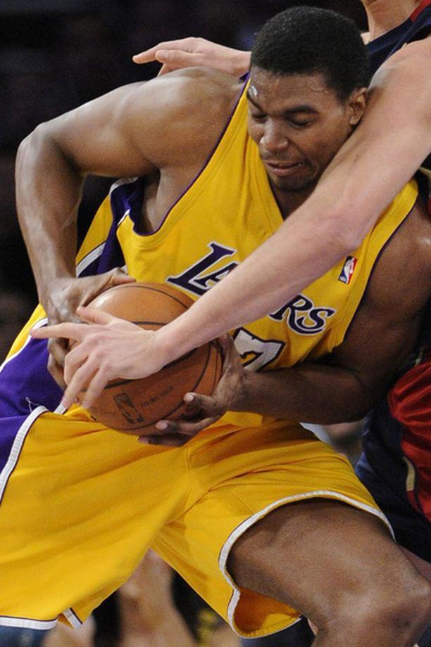 Andrew Bynum oli iskussa viime yön NBA-kierroksella.