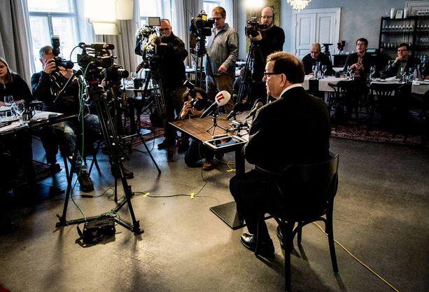 Väyrynen oli huomion keskipisteenä helmikuussa, kun hän ilmoitti perustavansa puolueen.
