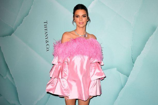 Kendall Jenner on yhdysvaltalainen malli ja tosi-tv-tähti.
