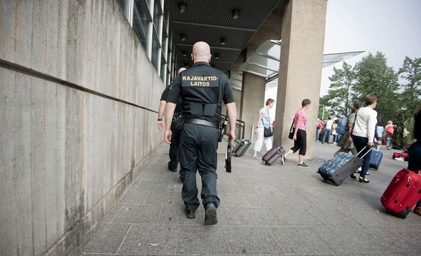 Rajavartiolaitos otti kiinni yhdessä poliisin kanssa etsintäkuulutetun miehen Katajanokan terminaalissa. Kuvituskuva.