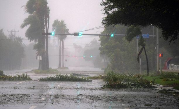 Hurrikaani raivoaa Floridan niemimaalla.