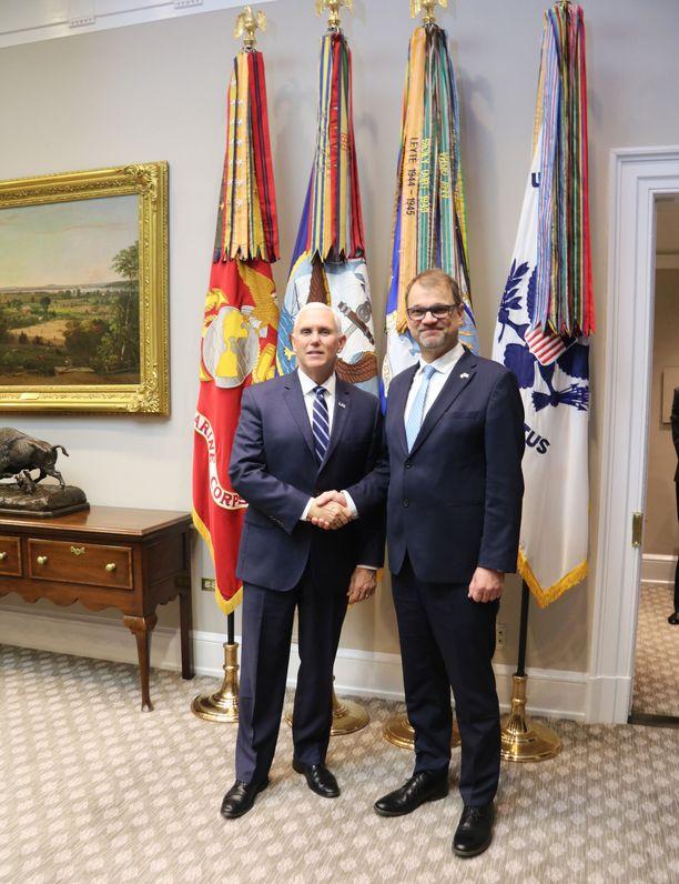 Pääministeri Juha Sipilä tapasi Washingtonin-vierailunsa aikana muun muassa varapresidentti Mike Pencen.