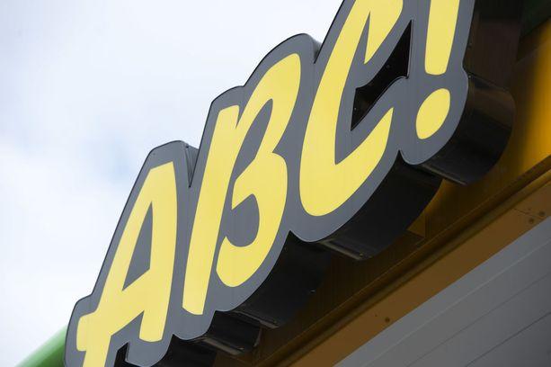 Mies piinasi ABC-asemalla työskentelevää naista syksyllä 2014. Kuvituskuva