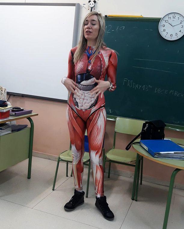 Opettajan anatomia-asuste löytyi nettikaupasta.